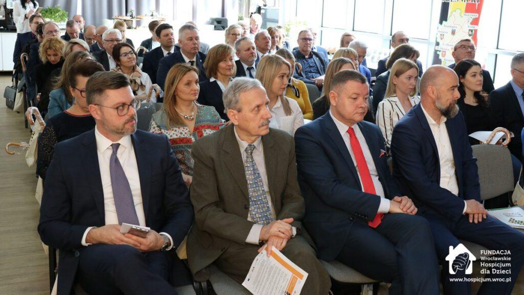 """Grono uczestników wydarzenia: """"Briefing rynku pracy"""""""